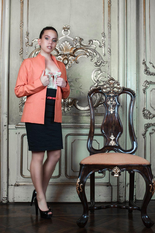 Saco naranja, tela tipo sastre, con 2 botones y forro (tiene pantalón conjunto) Talla S