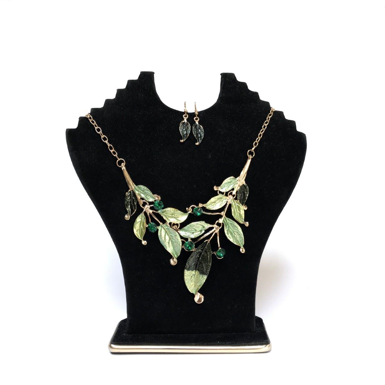 Aretes  de hojas verdes