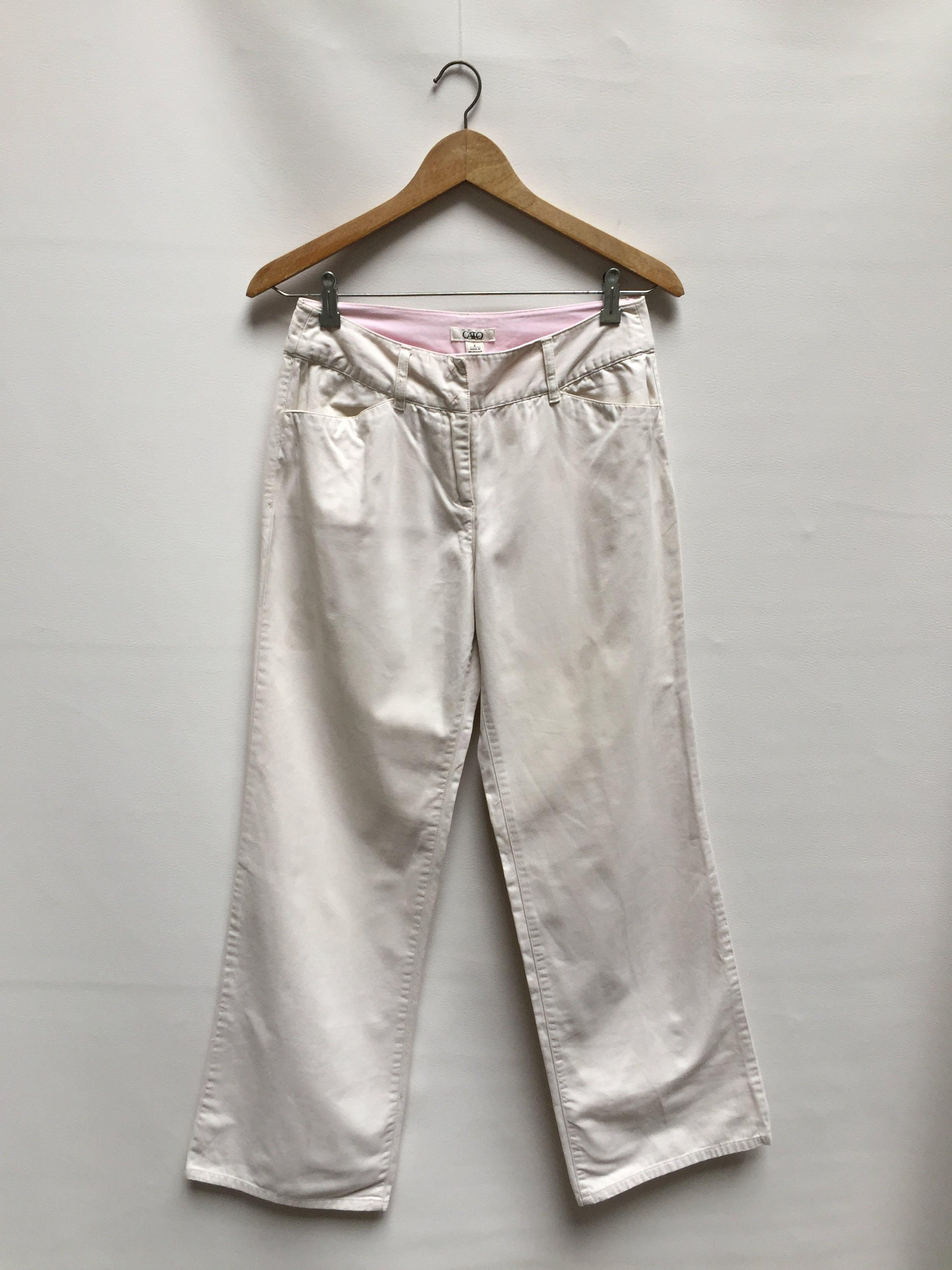 Pantalón 100% algodón, tela tipo drill crema rica al tacto, bolsillos delanteros y posteriores, corte recto  Talla 30