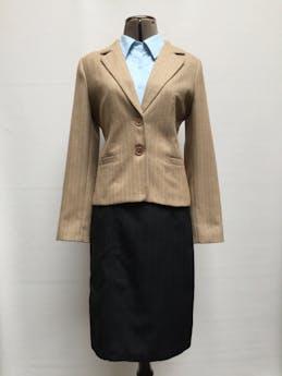 Falda midi Brujha´s negra con líneas, a la cintura con doble fila de botones, forrada, con cierre posterior Talla S (cintura 68cm) foto 1