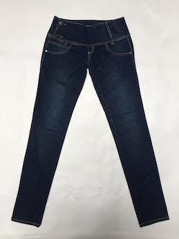 Pantalón Scombro jean 97% algodón, pretina ancha con doble botón Talla 26 foto 1