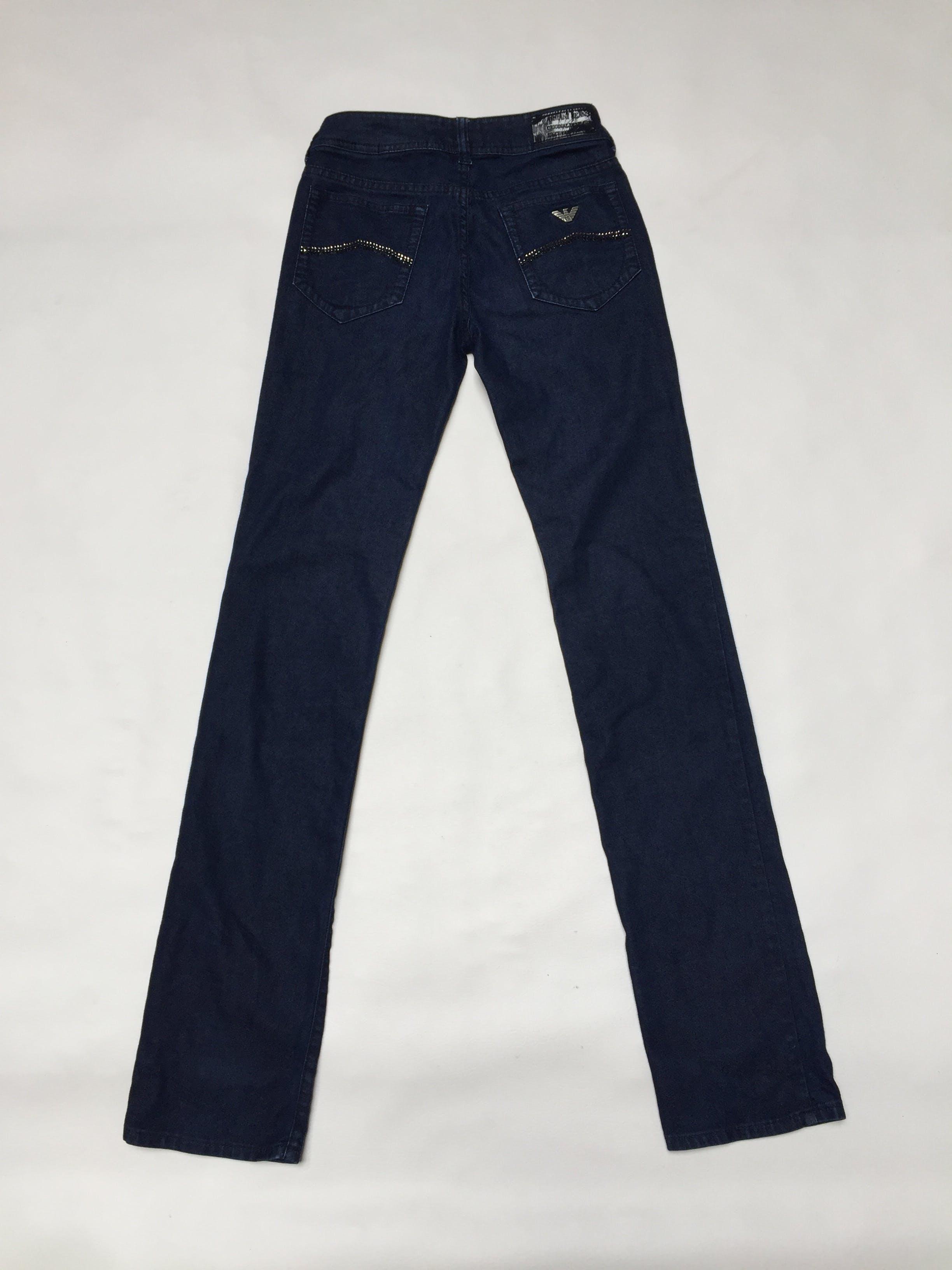 Pantalón Armani Jeans azul, 79% algodón, bolsillos delanteros y posteriores con strass, es pitillo y ligeramente stretch. Precio original USD100 Talla 25
