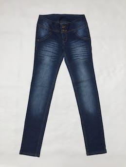 Pantalón jean azul focalizado, pespunte naranja, bolsillos falsos, pitillo, ligeramente strech Talla S - 28 foto 1