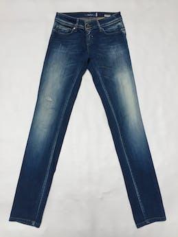 Jean Salsa, modelo wonder-push up, tiene un corte especial para formar derrier.  Pitillo, 92% algodón, focalizado. Precio original S/270 Talla 28 foto 1