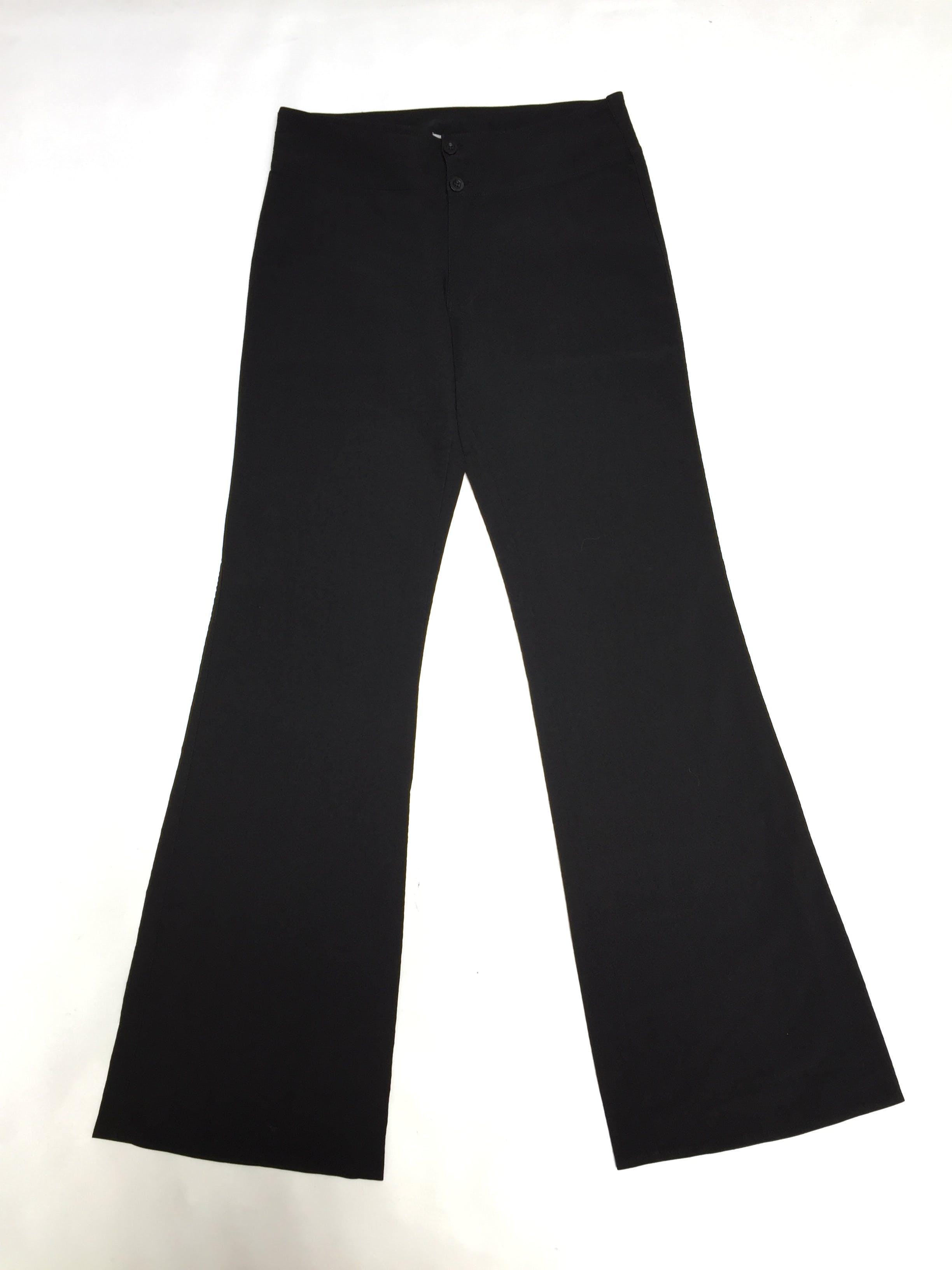 Pantalón negro de vestir con pretina ancha y botones, ligeramente acampanado y un bolsillo secreto. Un básico! Pretina 76cm Talla 28