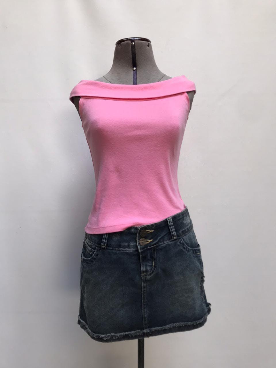 Falda mini de denim Pioner  a la cintura, color gris con detalle razgado y bolsillo delanteros Talla M