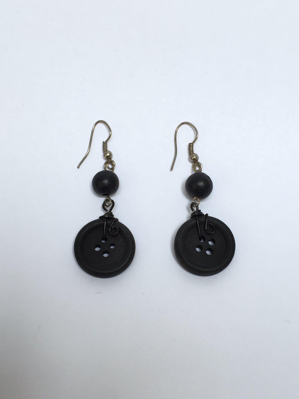 Aretes de botón negro Largo: 4 cm