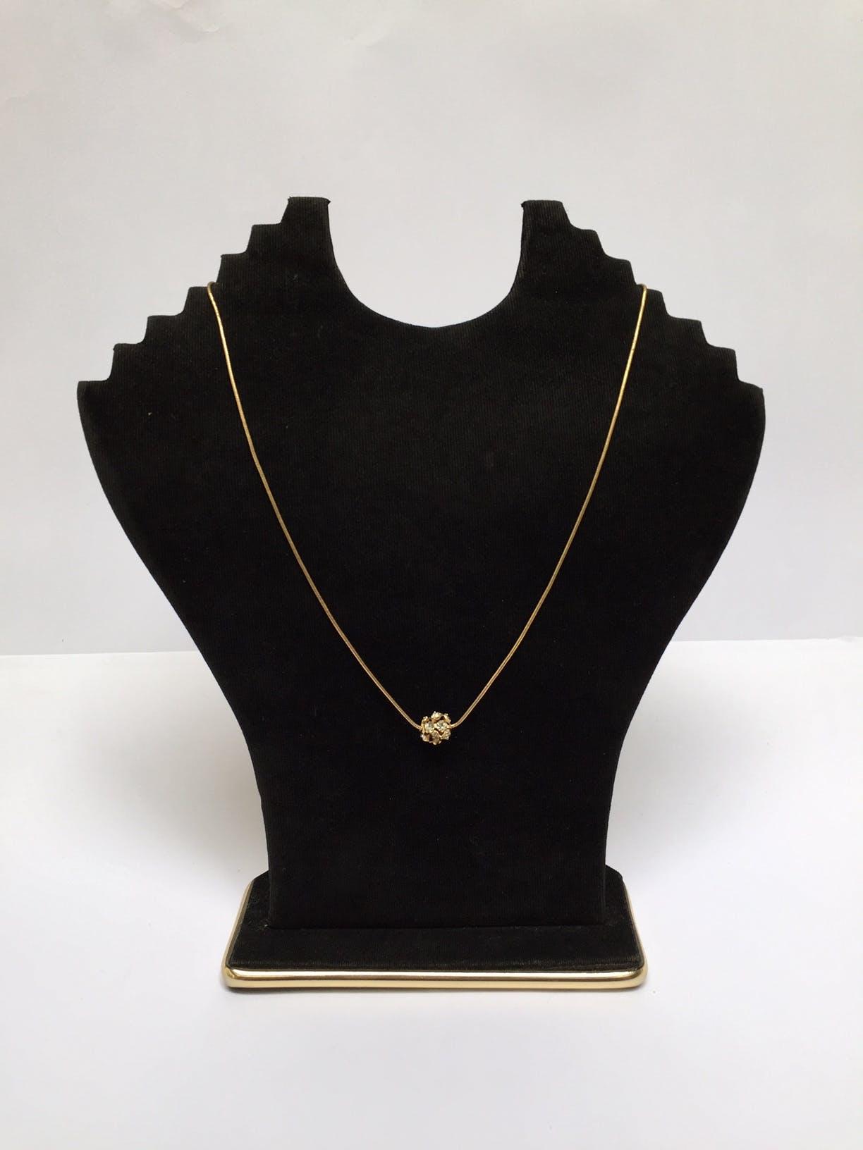 Collar cadena de oro 14k con dije en forma circular con incrustaciones tipo diamante Diámetro: 46 cm