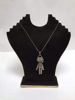 Collar de bolitas plateadas con dije de robot con detalles de incrustaciones tipo diamante en los ojos y pecho Circunferencia: 68 cm Largo de dije: 6,5 cm foto 1