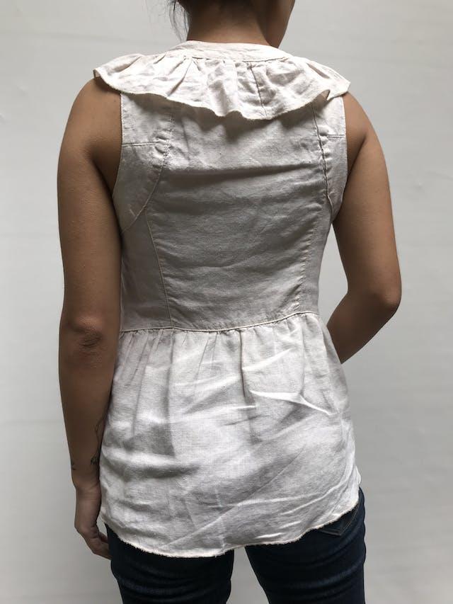 Blusa Emporium crema con bobos en escote y botones, 100% algodón. Fresca!  Talla S  foto 2
