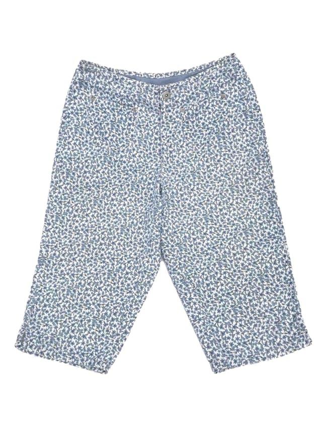 Capri Liz Claiborne, 100% algodón blanco con estampado de flores celestes, a la cintura. Arma lindo! Cintura 68cm Largo 62cm. Precio original S/ 130 foto 1