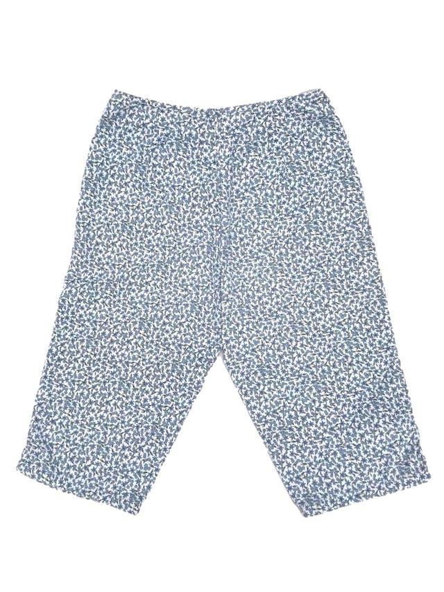Capri Liz Claiborne, 100% algodón blanco con estampado de flores celestes, a la cintura. Arma lindo! Cintura 68cm Largo 62cm. Precio original S/ 130 foto 2