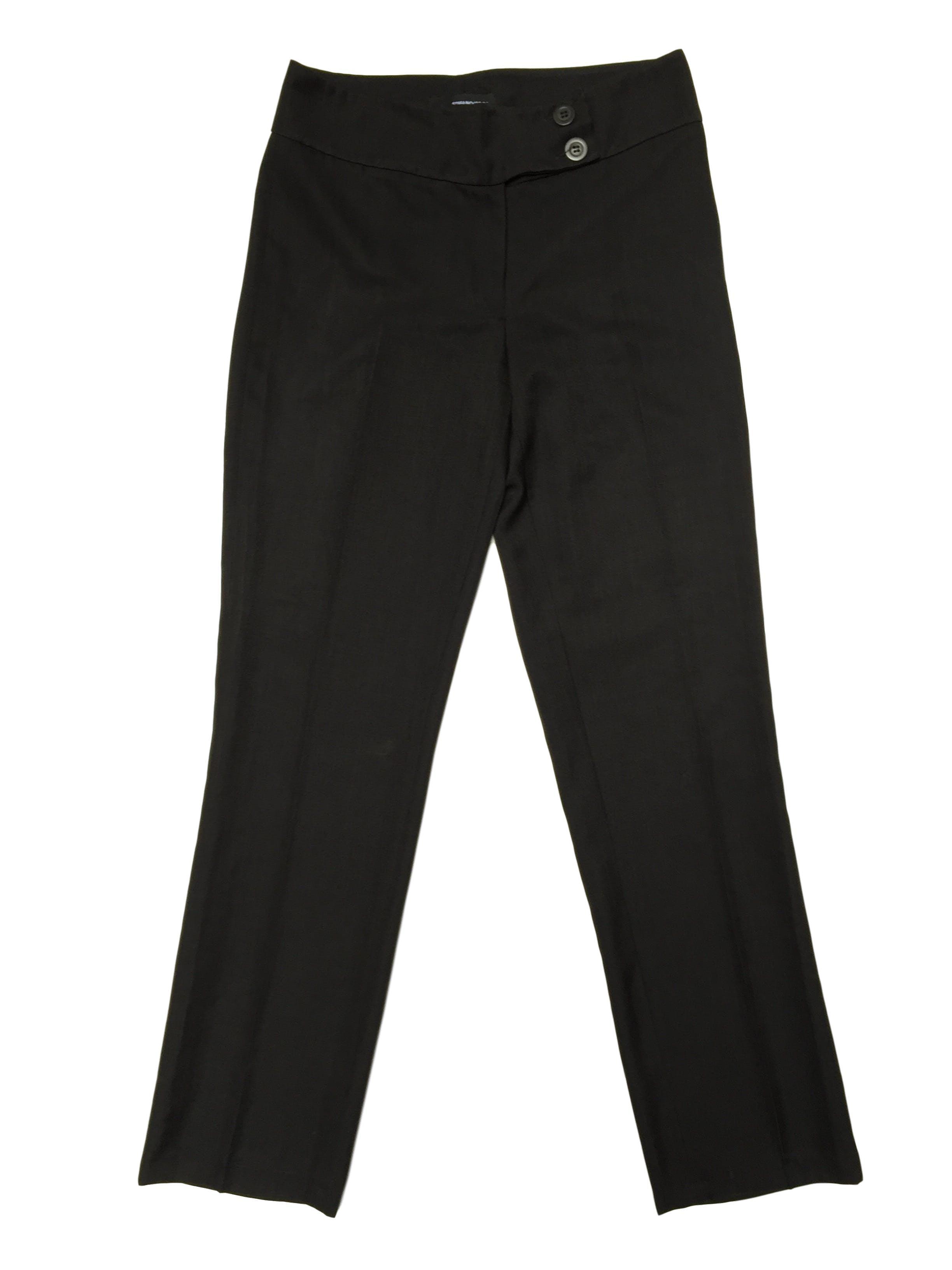 Pantalón gris tipo lanilla a la cintura, forrado, corte recto, con doble botón en la pretina. Cintura 82cm Cadera 106cm
