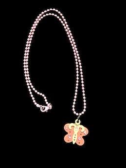 accesorios bijouterie otros - Collar rosado con dije de mariposa blanco con rosado y piedritas rosadas.  - Talla U  foto 1