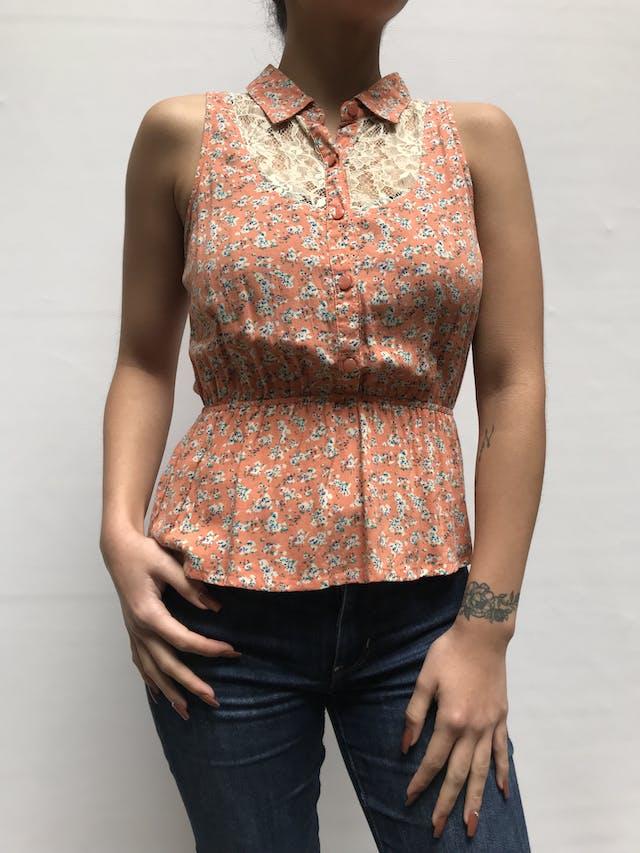 Blusa Sybilla naranja con detalle de encaje en pecho y espalda, elástico en la cintura  Talla S foto 1