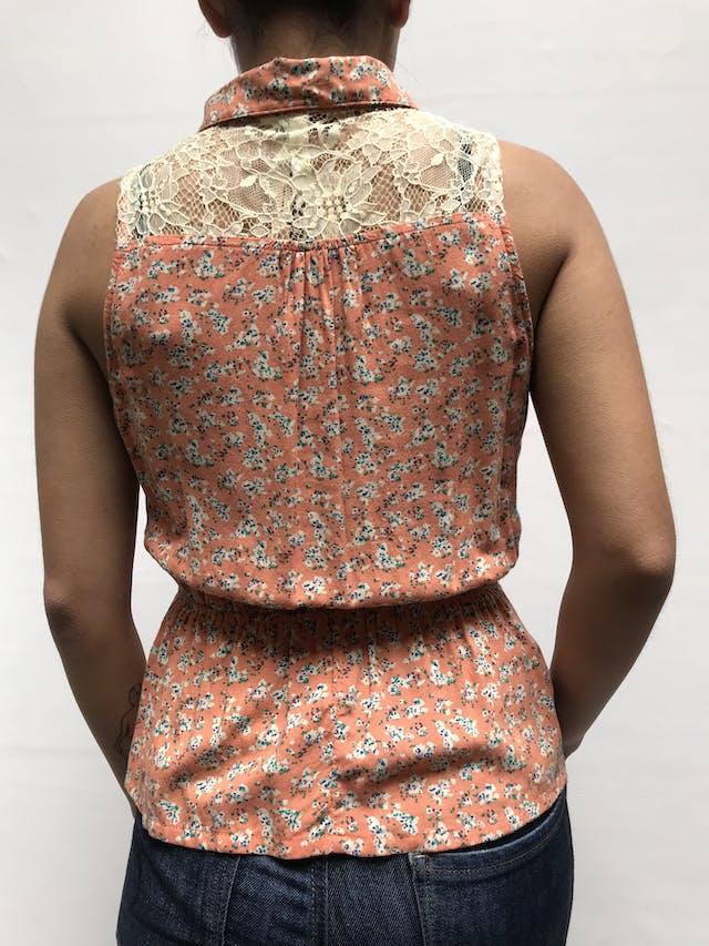 Blusa Sybilla naranja con detalle de encaje en pecho y espalda, elástico en la cintura  Talla S foto 3