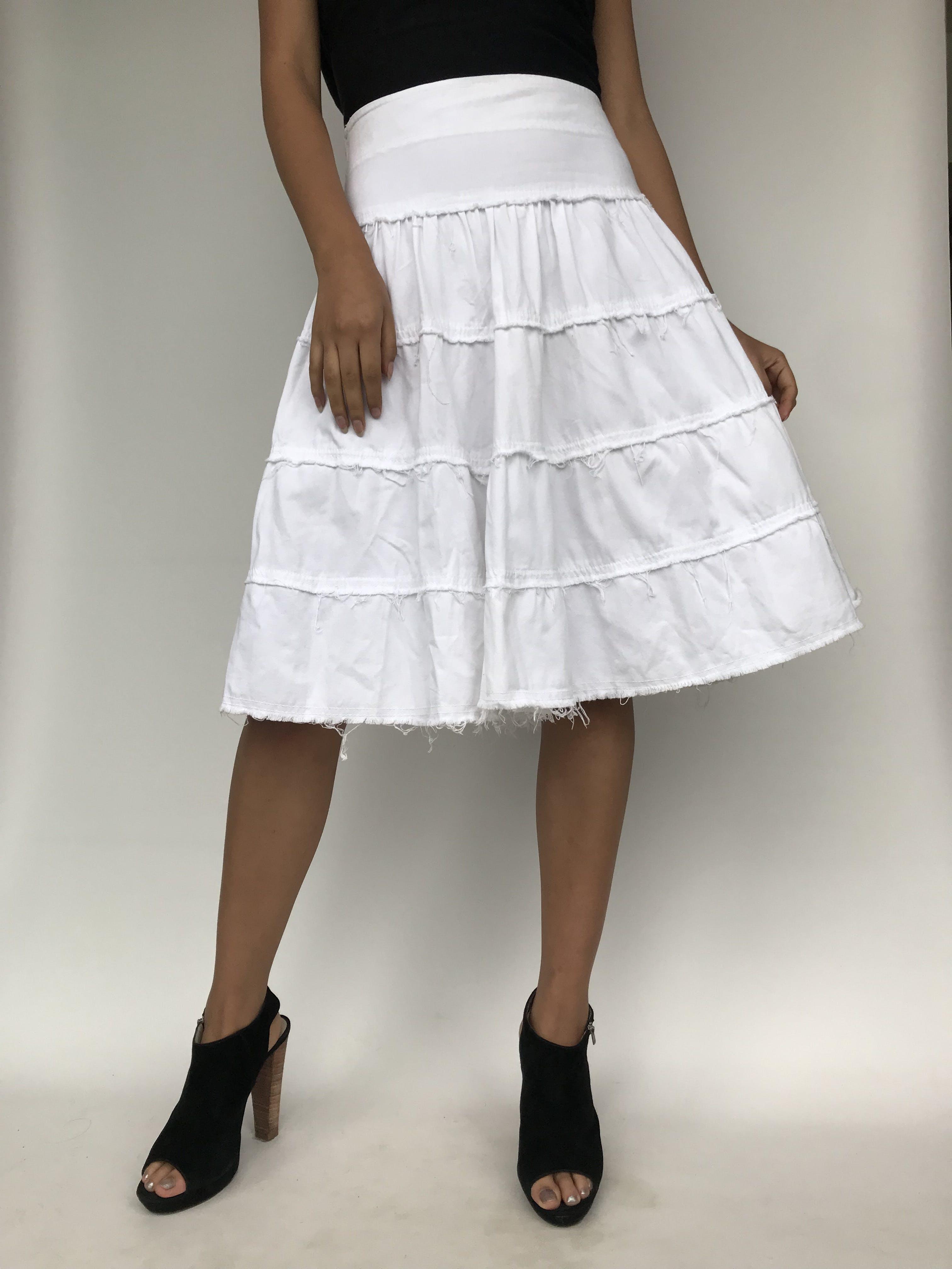 Falda Scombro de drill blanco 100% algodón, corte en A, en 4 tiempos,   Largo: 64 cm Talla S