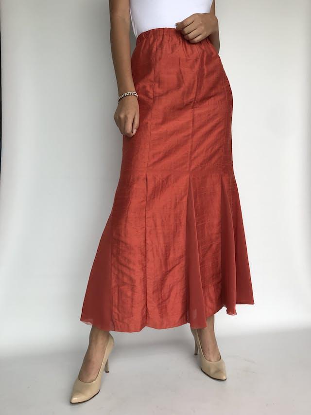 Maxi falda anaranjada, forrada, corte sirena con godets  Talllla M foto 1