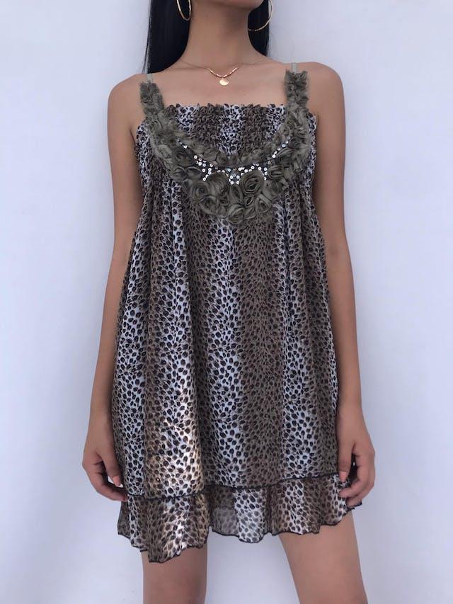 Vestido mini de gasa animal print con aplicaciones de rosas y panal de abeja en la parte superior, falda en dos tiempos y forrada Talla S foto 1