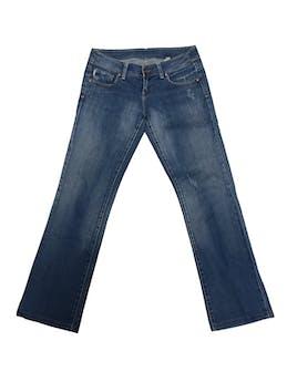 Pantalón Scombro jean celeste con focalizado, semi cadera, 97% algodón, bolsillos laterales y posteriores, corte recto. Pretina 78cm Talla 29 foto 1