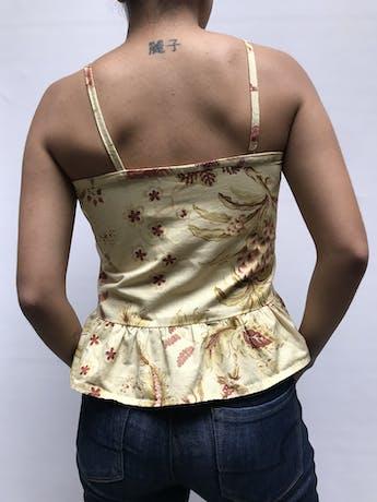 Blusa de tiritas amarilla, de algodón grueso, bolsillos parche en el pecho, cierre lateral y volante en la basta Talla S foto 2