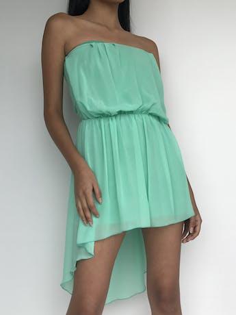 Vestido strapless de gasa color verde agua y basta asimétrica con elástico en la cintura. Talla S foto 1