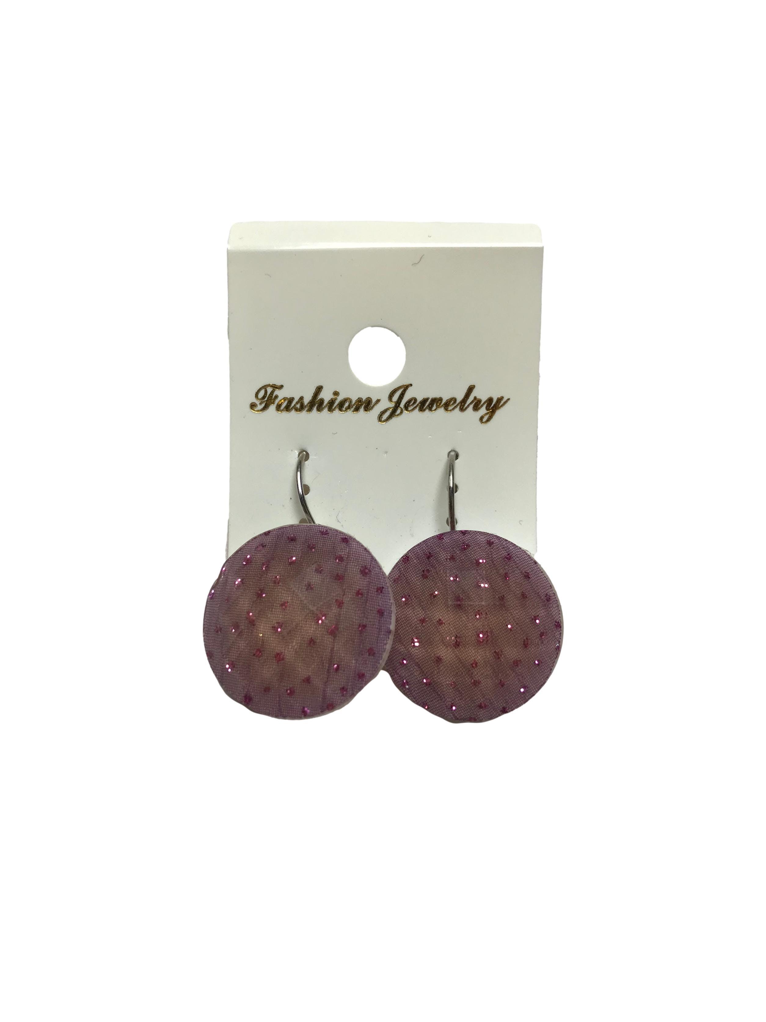 Aretes de acrílico facetado lila con puntisos escarchados. Largo 3cm