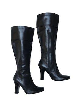 Botas Maripi 100% cuero negro con cierre lateral interno, taco 9cm, caña alta 35cm desde el talón. En perfecto estado 9.5/10 foto 1