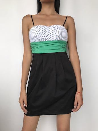 Vestido strapples con tiras negras, escote corazón, pretina verde y falda en A, bolsillos laterales Talla S   foto 1