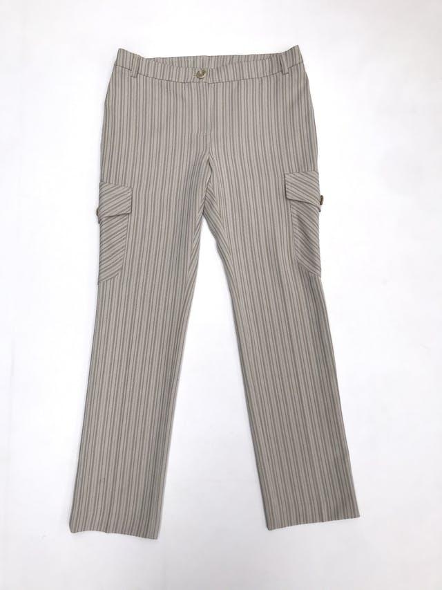 Pantalón Mango beige con rayas al tono, corte recto con bolsillos cargo laterales foto 1