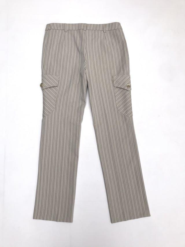 Pantalón Mango beige con rayas al tono, corte recto con bolsillos cargo laterales foto 3