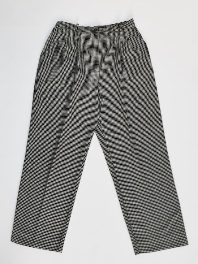 Pantalón vintage estampado pata de gallo negro y beige, a la cintura, corte recto con pinzas.  Talla 32 (US10) foto 1