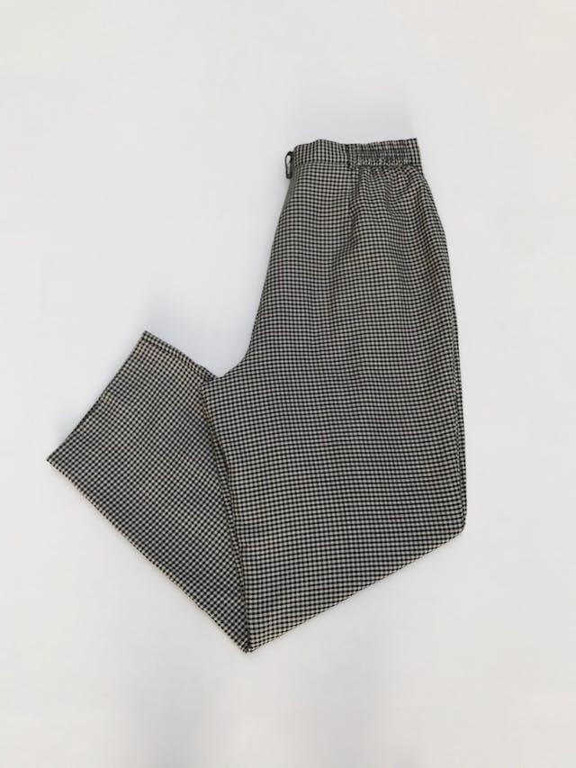 Pantalón vintage estampado pata de gallo negro y beige, a la cintura, corte recto con pinzas.  Talla 32 (US10) foto 2