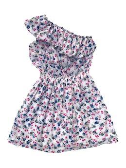 Vestido one shoulder de tela tipo algodón blanca con print de florcitas, volante en los hombros, elástico en la cintura y falda forrada. Largo 76cm foto 1
