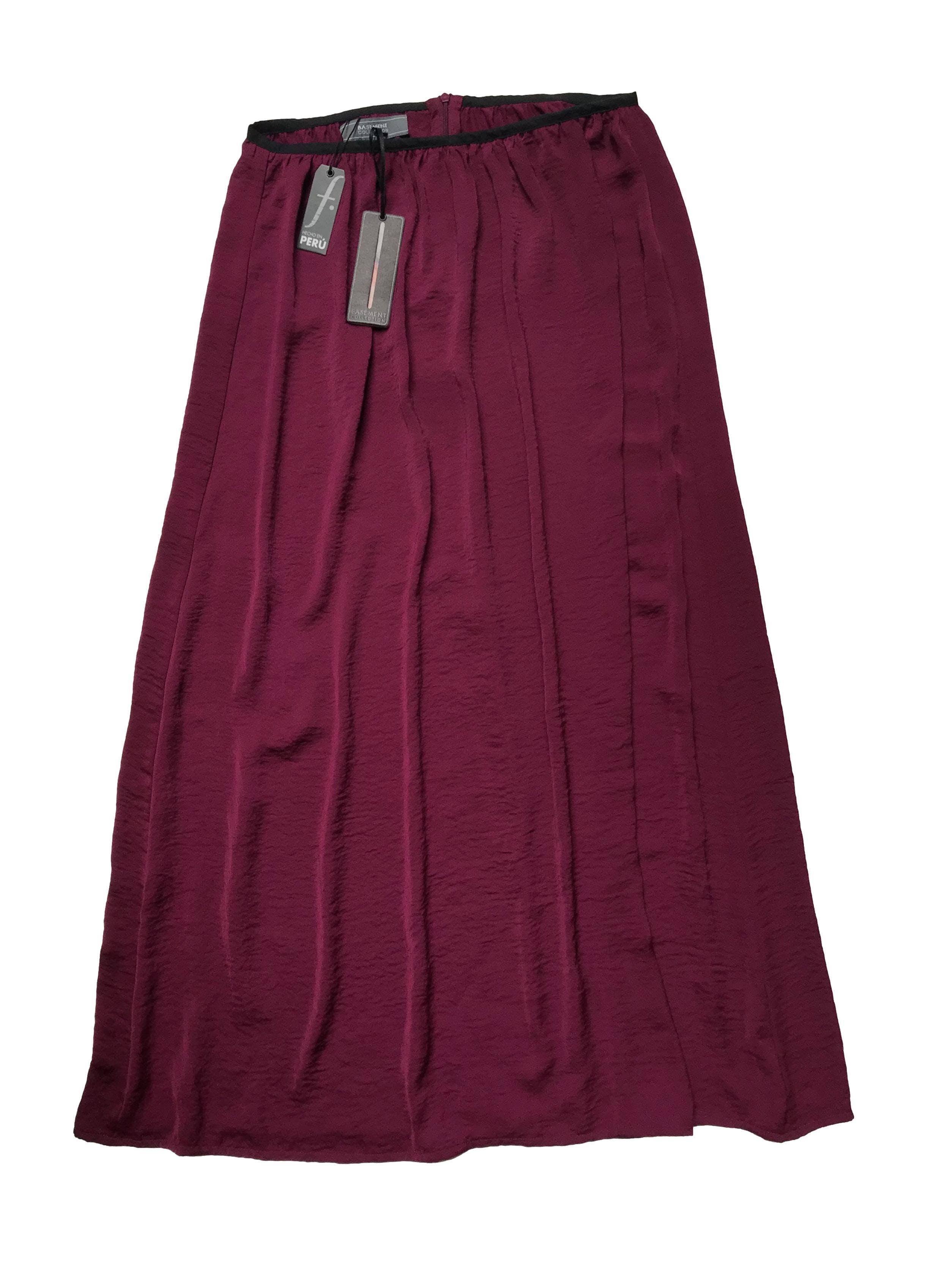 Falda larga Basement, guinda ligeramente satinada, tela sedosa, tiene cierre posterior. Cintura 76cm Largo 95cm . Nueva con etiqueta