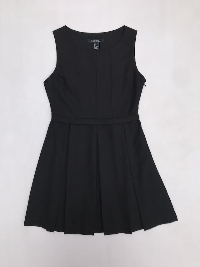 Vestido Forever21 negro con falda tableada y cierre lateral. Largo 82cm foto 1
