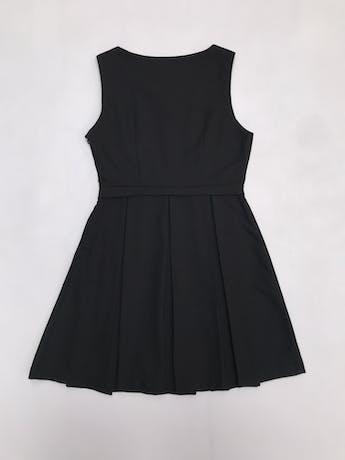 Vestido Forever21 negro con falda tableada y cierre lateral. Largo 82cm foto 2