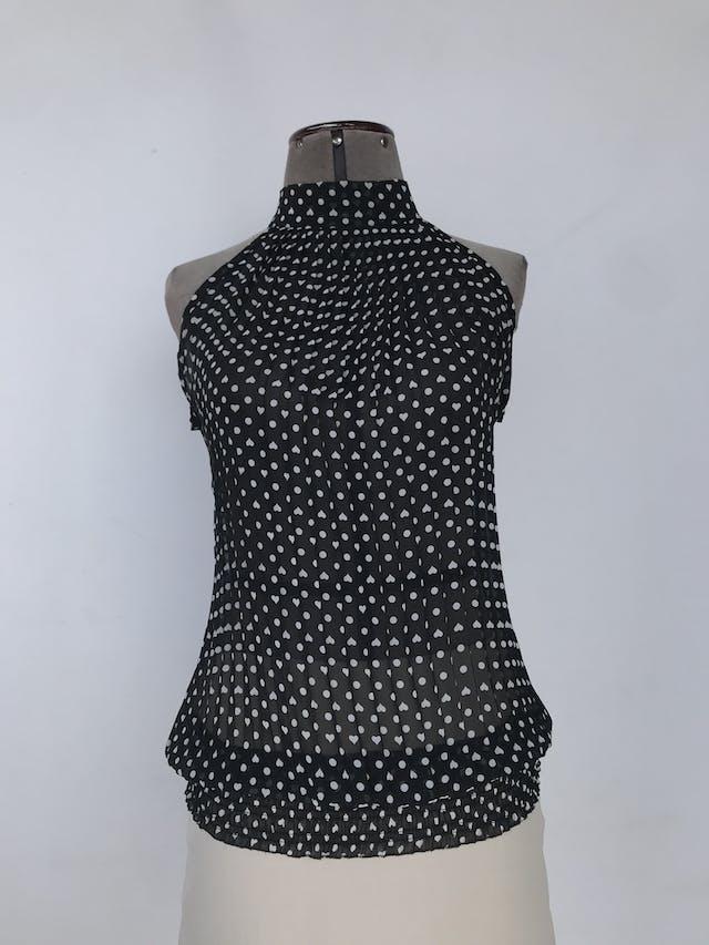 Blusa de gasa negra con polka dots blancos, plisado y cuello alto con lazo en la espalda, panal de abeja en la basta Talla S foto 1