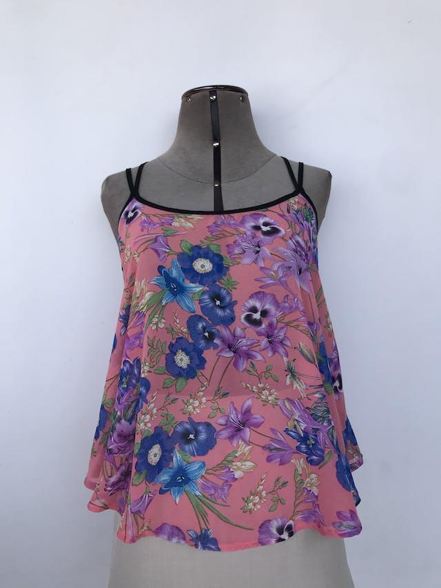 Blusa Bruhas de tiritas cruzadas en la espalda, de gasa rosa con flores azules. Suelta Talla S foto 1