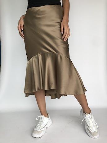 ¡PIEZA! Falda Ralph Lauren, 100% seda dorada satinada, con volante en la basta, elástico en la cintura y forro. Rica al tacto. Nueva con etiqueta. Precio original USD 365 Talla S (4) foto 1