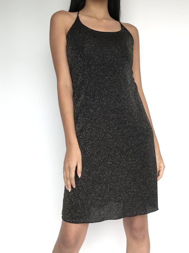 Vestido de tiritas negro con escarchado dorado, se amarra en la espalda, falda en A. Lindo! Talla S foto 1