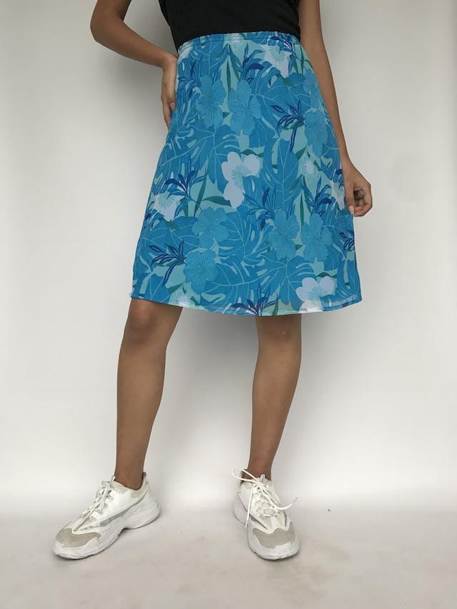 Falda de gasa cone stampado de flores azules, forrada, con elástico en la cintura Talla 30 foto 1
