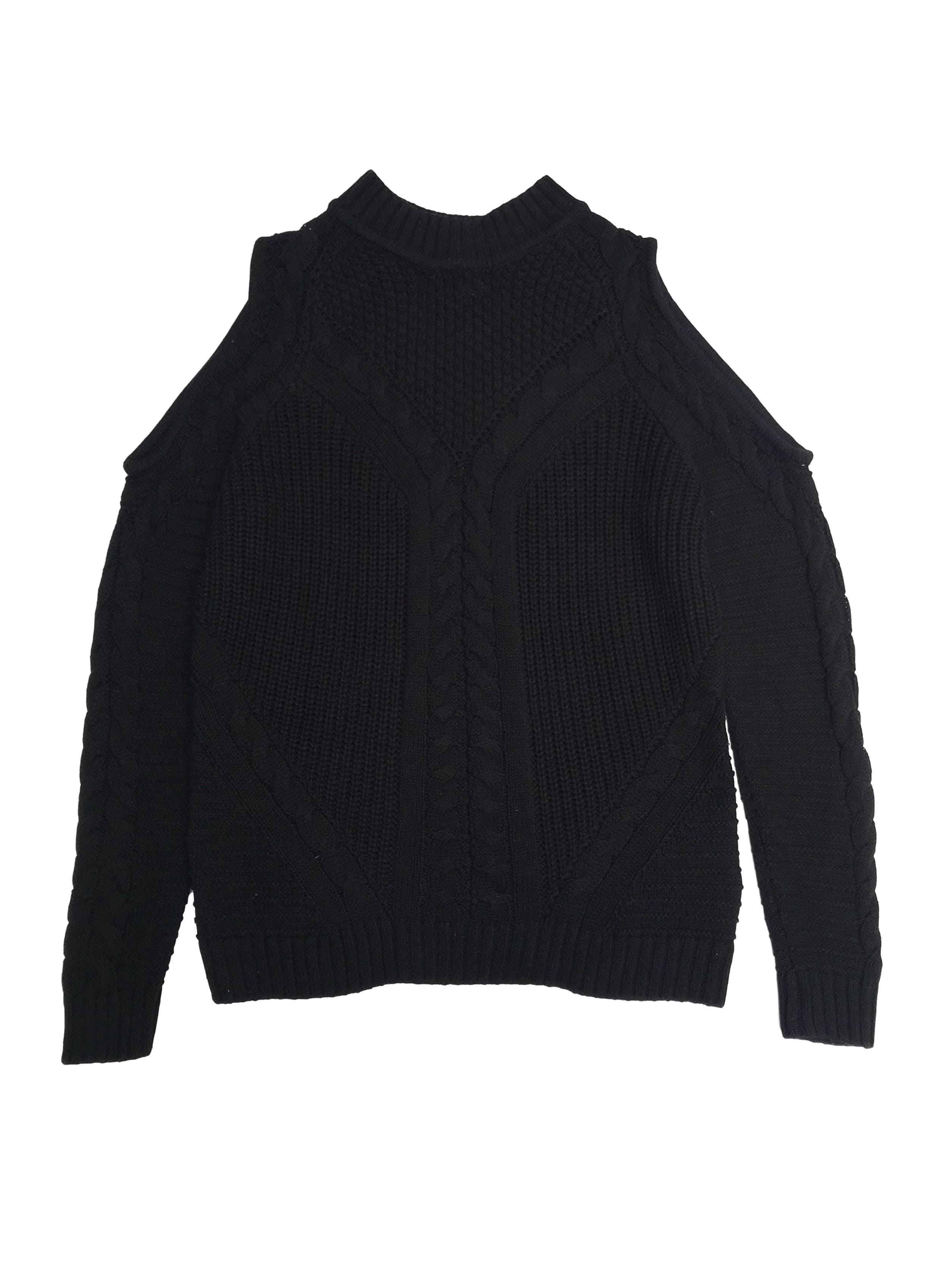 Chompa negra H&M con textura trenzada y hombros descubiertos