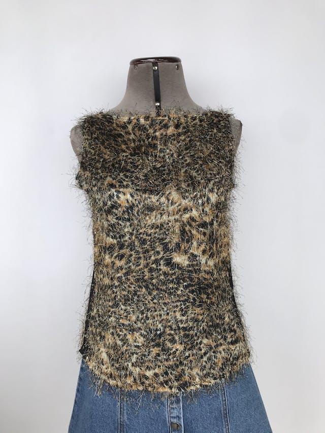 Blusa animal print con textura de pelos, escote en la espalda con tiras entrelazadas Talla S foto 1
