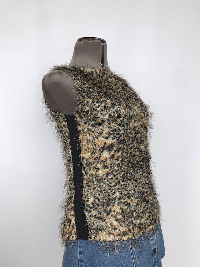 Blusa animal print con textura de pelos, escote en la espalda con tiras entrelazadas Talla S foto 2