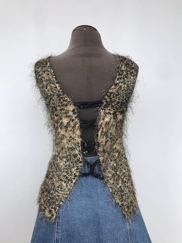 Blusa animal print con textura de pelos, escote en la espalda con tiras entrelazadas Talla S foto 3