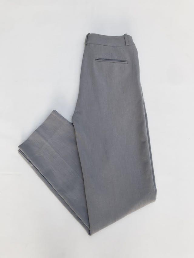 Pantalón plomo tipo sastre al la cintura, 3 bolsillos, corte recto. Arma lindo Talla 26 foto 2
