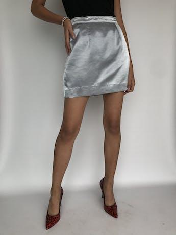 Falda mini plateada satinada con cierte y botón posterior Talla M foto 1