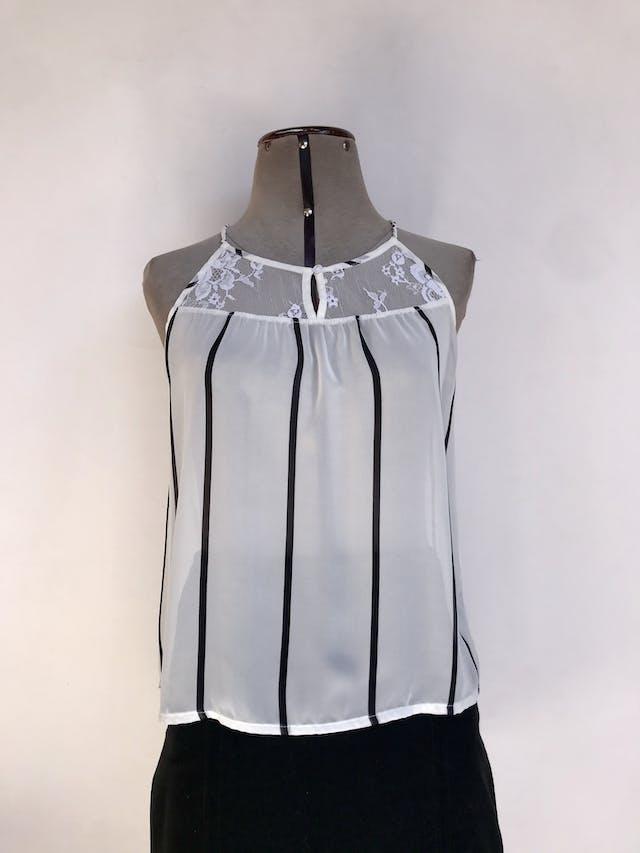 Blusa Hypnotic de gasa blanco con rayas negras, tiras trenzadas, encaje en pecho y espalda alta Talla S foto 1