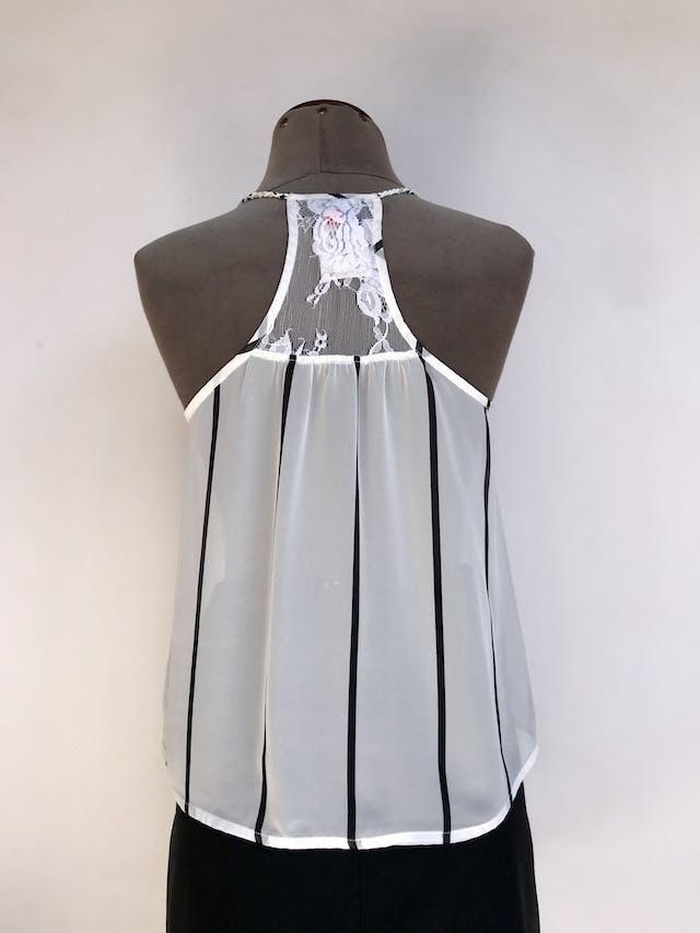 Blusa Hypnotic de gasa blanco con rayas negras, tiras trenzadas, encaje en pecho y espalda alta Talla S foto 2